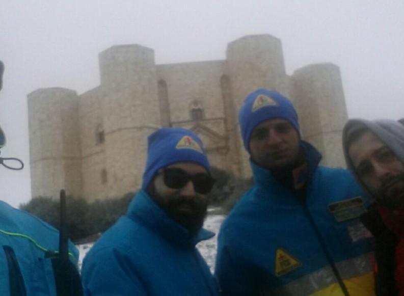 Neve tra Andria e Castel del Monte: all'opera i volontari della Misericordia