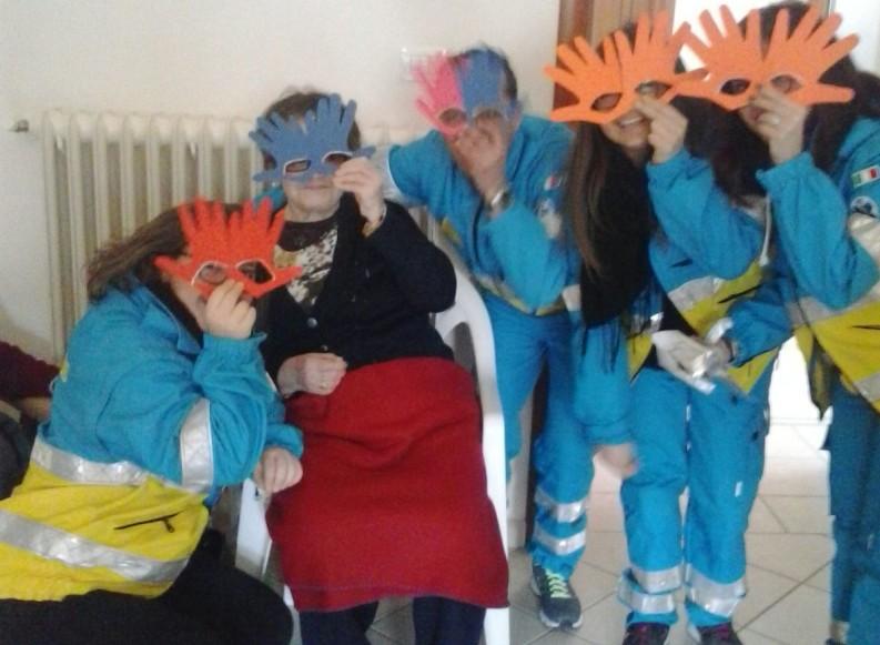 #Untoccodivita per Carnevale. Pediatria e Case di cura in maschera con la Misericordia