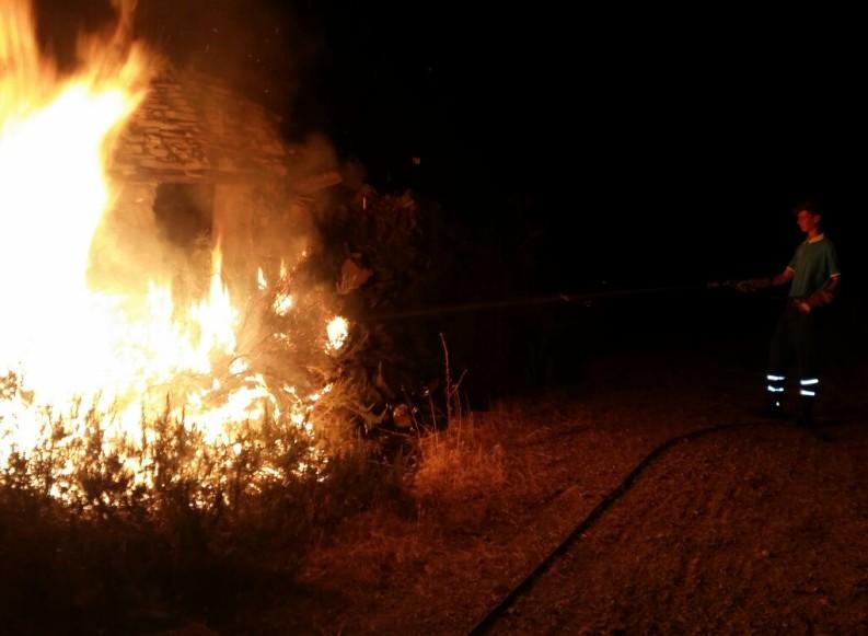 Bosco di Spirito, incendio di sterpaglie ed intervento dell'AIB della Misericordia
