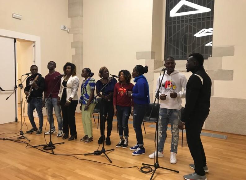"""""""Maldafrica"""": tra canti, balli e poesie la festa dell'integrazione al Palasport"""