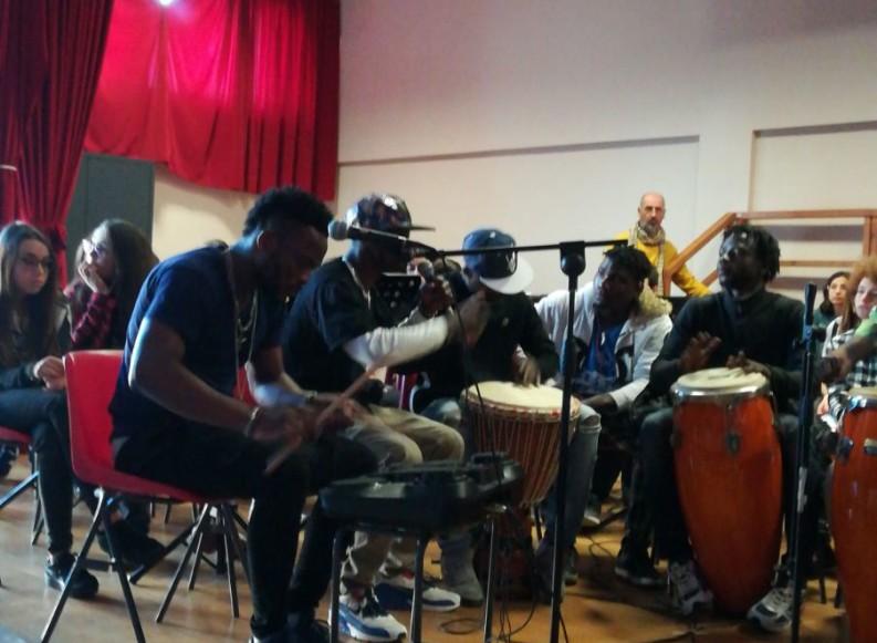 """L'I.C. """"Verdi-Cafaro"""" incontra i suoni dell'Africa nel """"Sound Lab Project – Africansounds"""""""