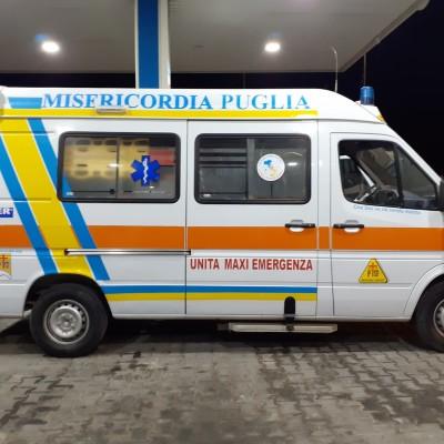 Dopo l'incendio la speranza: un'ambulanza della Federazione per la Misericordia di Martina Franca