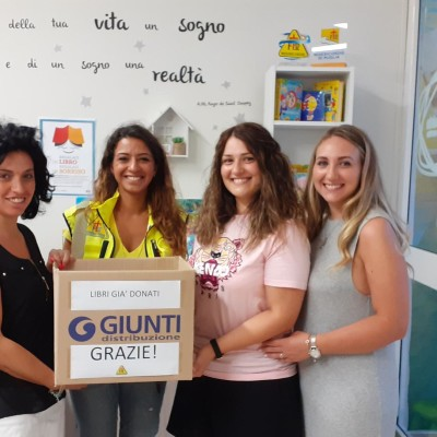 """""""Regalaci un libro, regalaci un sorriso"""": primi 60 libri donati e consegnati ad Andria"""